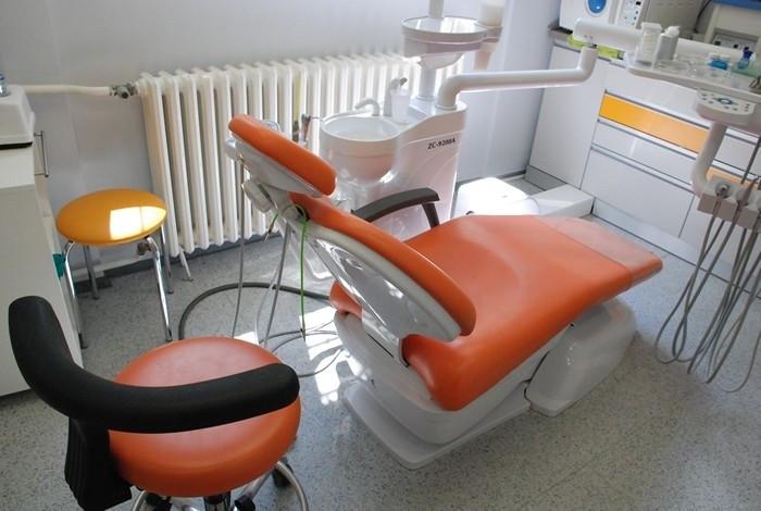 Stomatološka ordinacija Crown Dental - ORALNA HIRURGIJA - 1