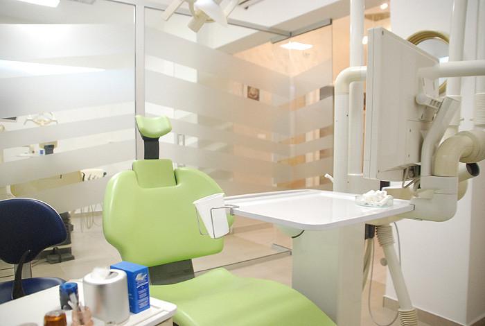 Dental studio Savić & Team - IMPLANTOLOGIJA - 1