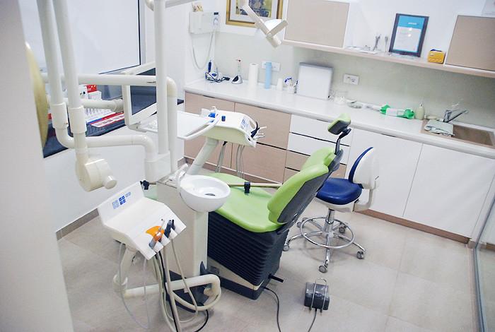 Dental studio Savić & Team - ORALNA HIRURGIJA - 1