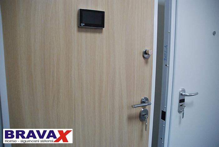 Bravax - VRATA - 1